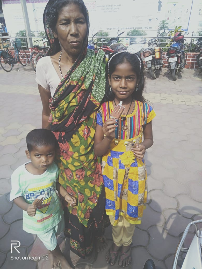 """""""Three months ago the story of the  two orphan children, Rupa mallick( 8 year )and Siva Mallick (3 year )  of Betada Gramapanchayat in Bhadrak district  was telecasted by the O TV , KANAK NEWS ,ARGUS NEWS  but  they are still far away from the administration and local political leader"""" ."""